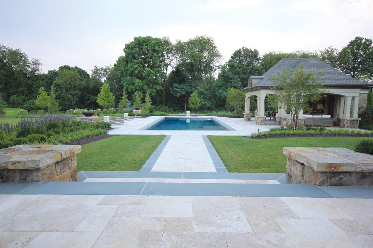 Swimming pool - Backyard