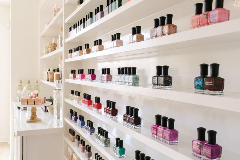 Nail salon - Nail polish