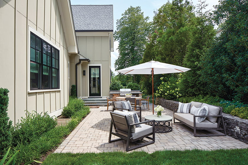 Morris chose outdoor seating from Summer Classics; the dining table and chairs are from Sutherland Furniture.