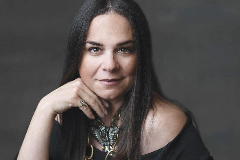 Katalin Farnady instills