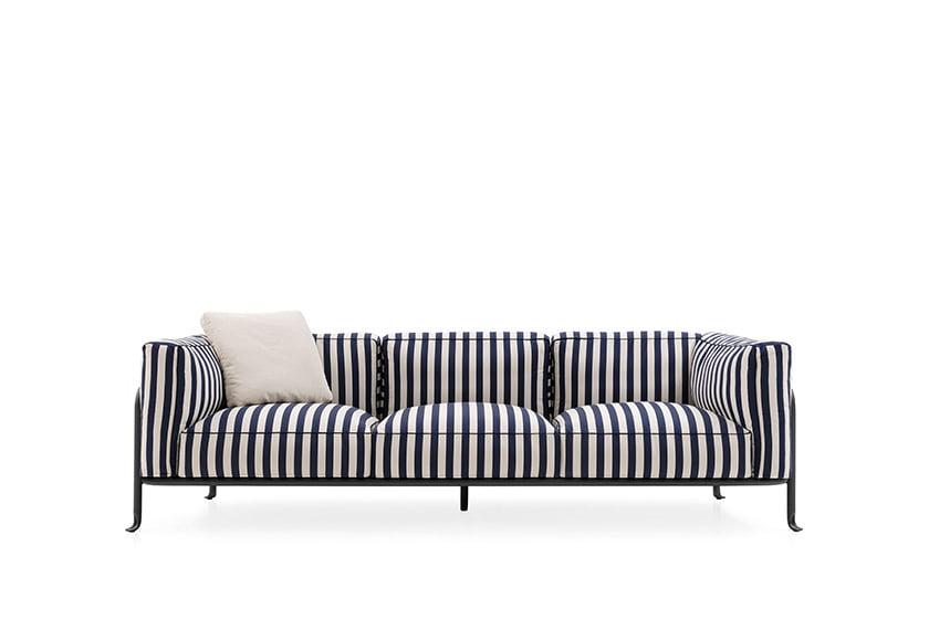 A chic sofa in the Borea collection by Piero Lissoni for B&B Italia.