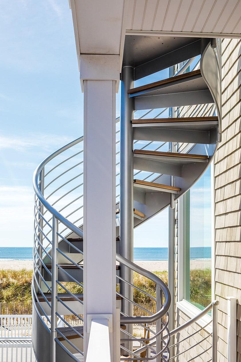 由宾夕法尼亚州Compass Ironworks设计的外部楼梯