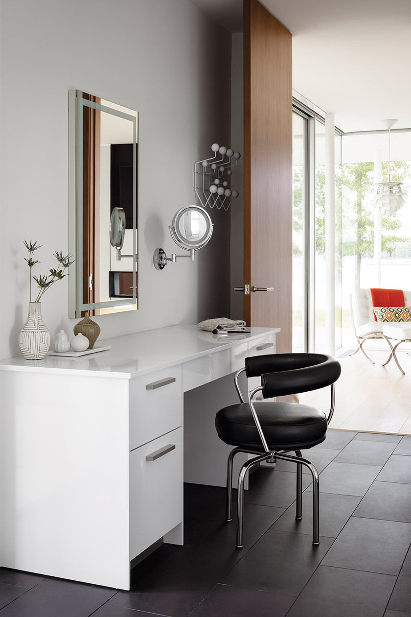 LC7 swivel chair with Snaidero vanity cabinet