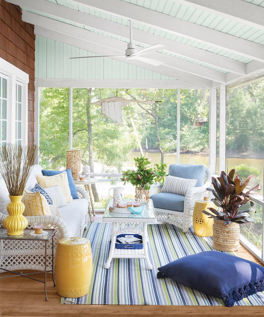screened-porch-wicker-furniture-rug