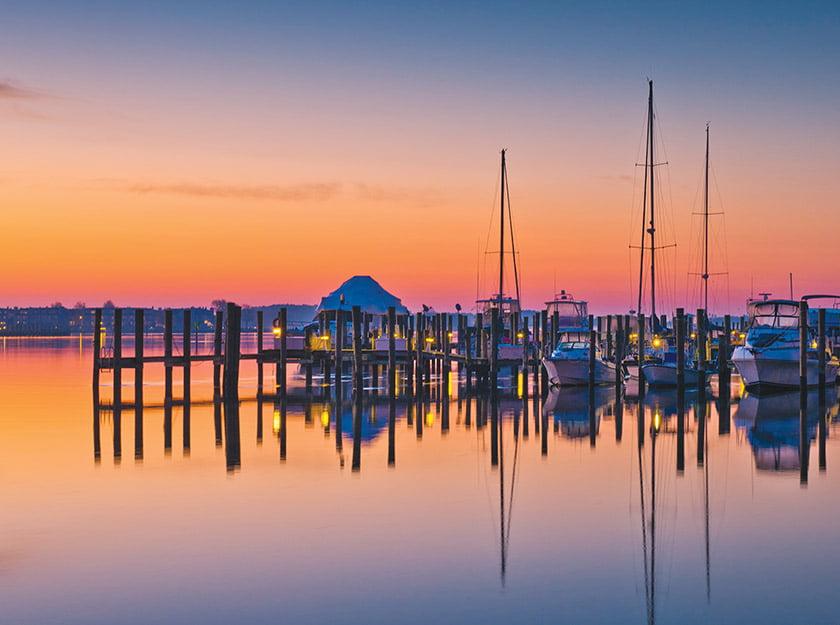 肯特岛游艇俱乐部在日出