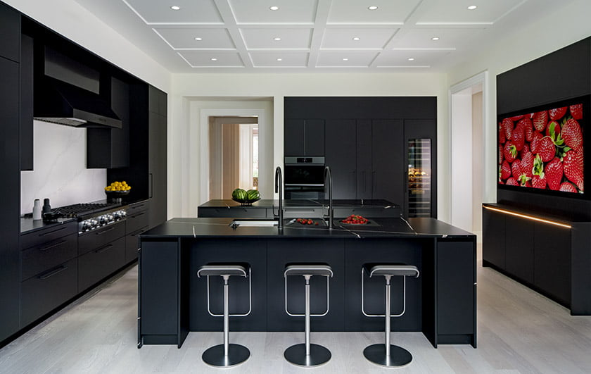 Designated work zones, double islands, wider aisles and a Aracious seating area make seamless