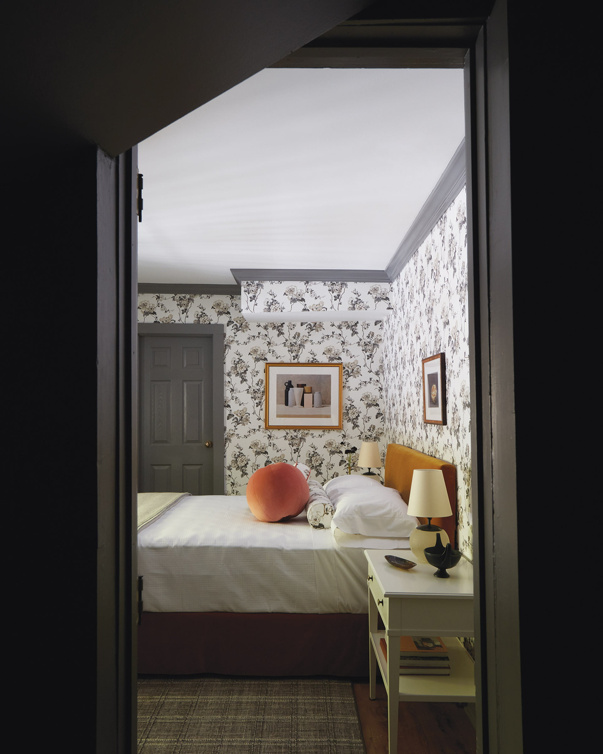 Flowery Schumacher wallpaper in a charcoal colorway.