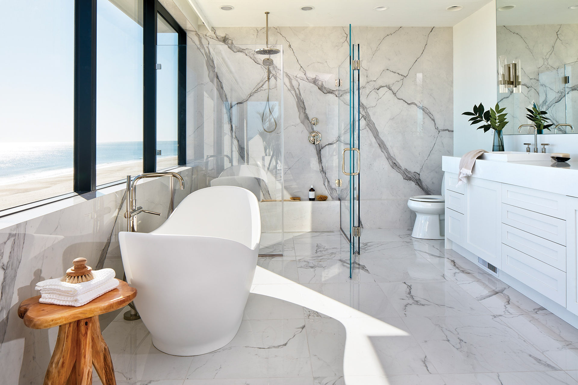 Single porcelain slabs on the shower and window walls.